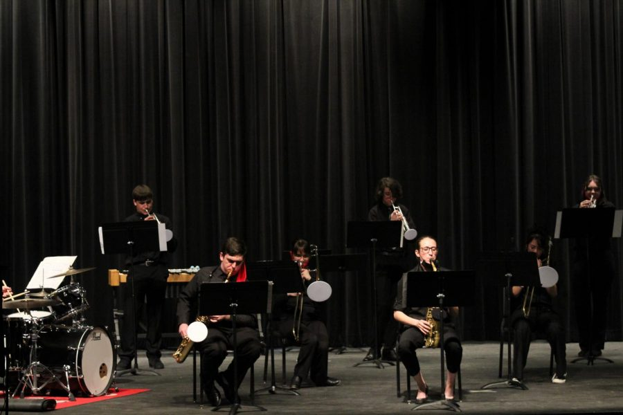 Jazz band performs their second piece.